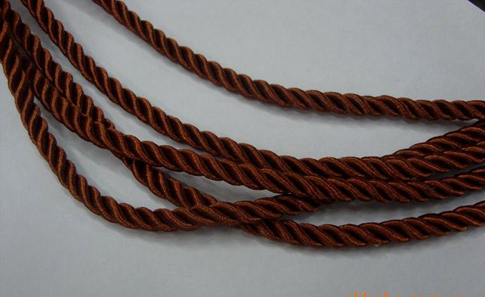 实拍的咖啡色三股绳图