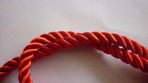 实拍的红色三股绳图